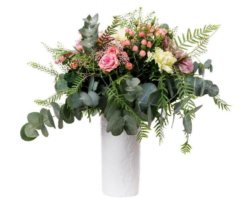 Ramo Flores Nº 28 Rosas ramificadas, rosas, hypericum, Deco, Limonium, verdes varios. Incluye Jarrón